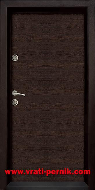 Блиндирана входна врата, модел Ale Door 403 цвят Wenge